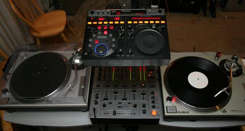 Odyssey Lstand DJ stand 4